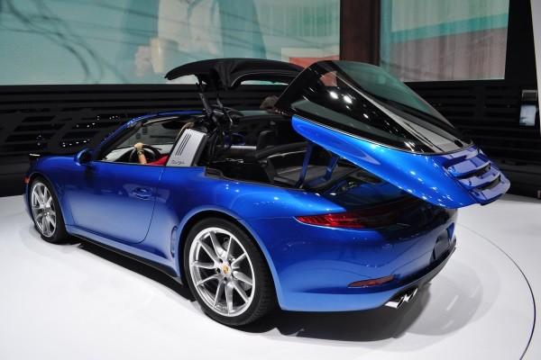 video porsche 911 targa roof in action mac 39 s motor city garage. Black Bedroom Furniture Sets. Home Design Ideas