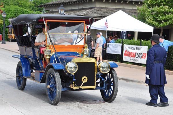 1907 Ford Model K Tourring on boulevard