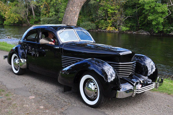 Beautiful and doomed the cord 810 812 mac 39 s motor city for Cord motor car for sale