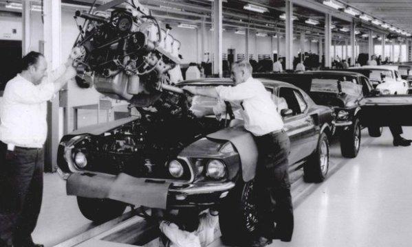 Video a tour of kar kraft in 1969 mac 39 s motor city garage for Motor city assembly line